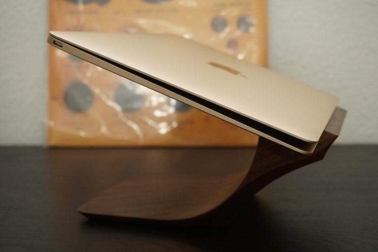 Review: Beautiful Yohann MacBook (Pro) Walnut Stand tested