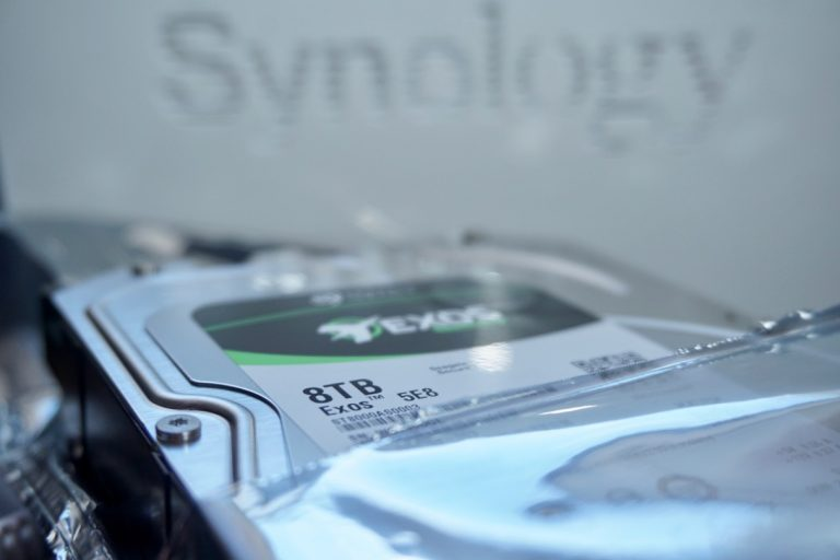 Own DIY Cloud backup solution with 8 TB hard disk and Synology